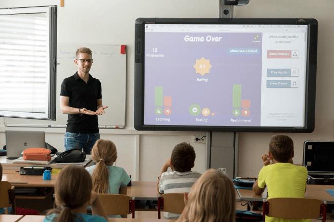 Como a tecnologia influencia em sala de aula? Conheça 5 benefícios na educação